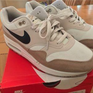 Men's Nike Air Max 1 Sz 9